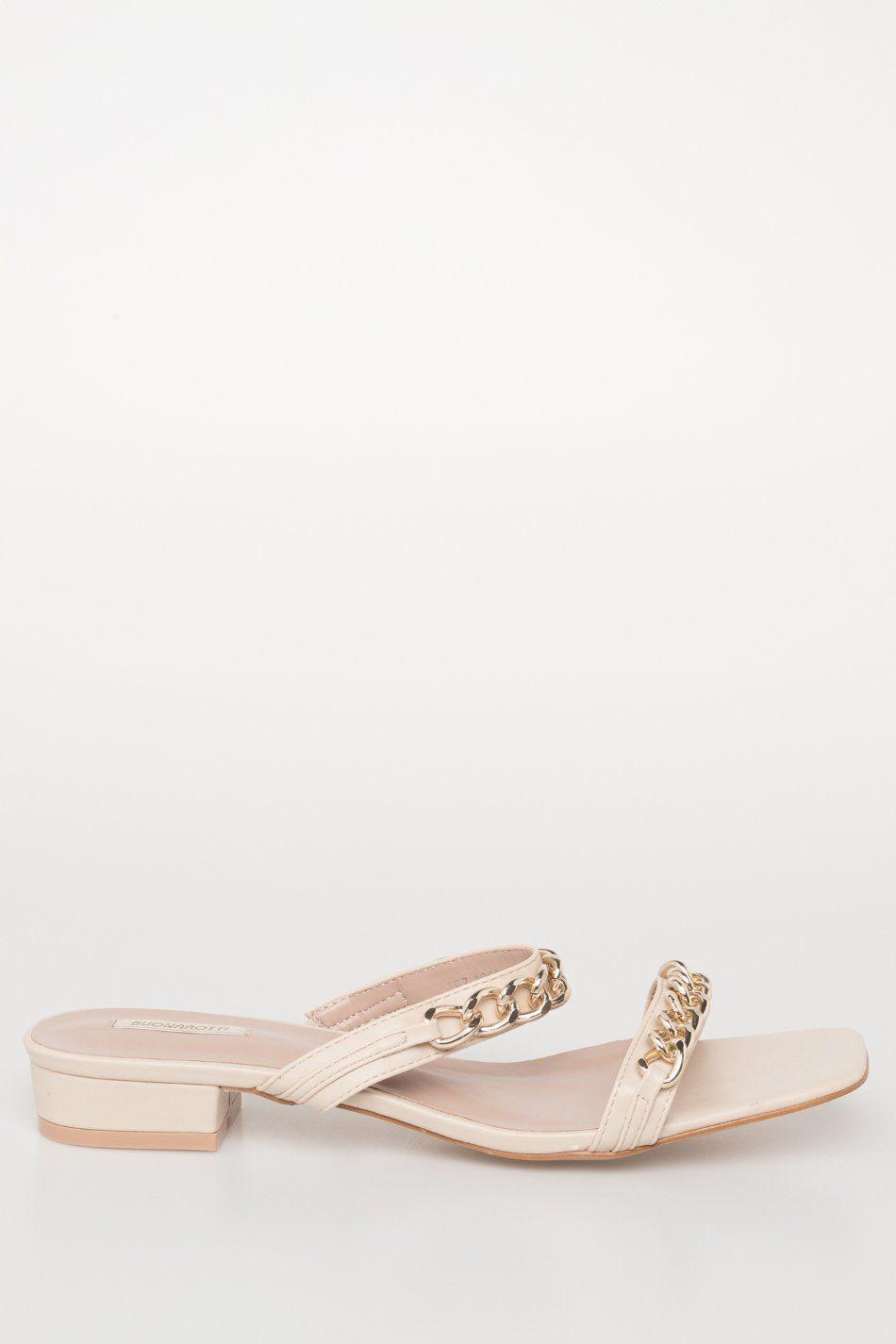Sandalia tiras cadenas tacón bajo beige